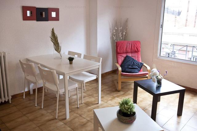 Barcelona habitación jovenes barrio Grácia con sillones