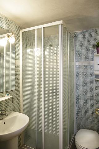 Alquiler de habitación cuarto de baño en Barcelona Happycasa