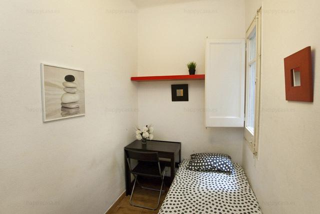 Busco cuarto barato con cama individual zona Grácia Barcelona