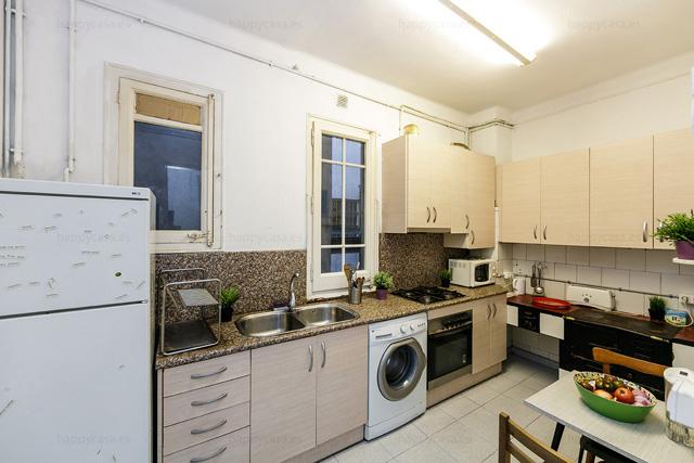 Piso en Barcelona con cocina compartir estudiantes metro Tetuan
