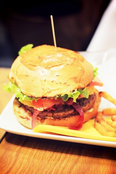 o manger de bons burgers paris mamie burger happy city. Black Bedroom Furniture Sets. Home Design Ideas