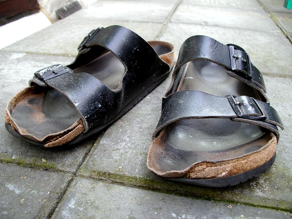old-dirty-Birkenstock-sandal-arizona-black