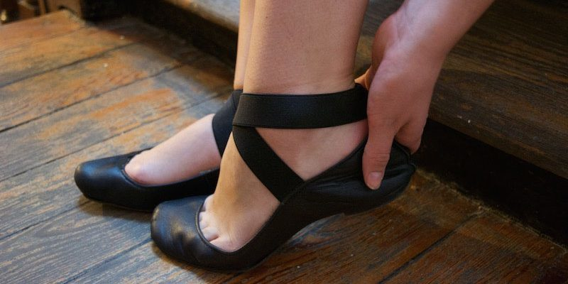 too small shoes black ballet flats heel pain