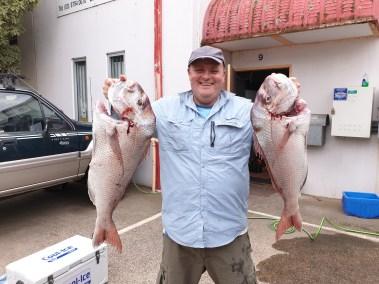 -happy-fisherman---fishing-mud-island