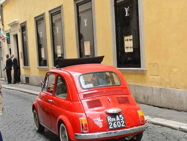 Happyhomeblog in Rom Roma Vintage Fiat in rot