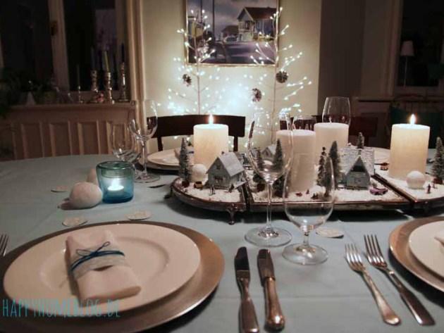 Adventsdemo für den Tisch. Mit Tellern von Dibbern. Kerzen Butlers, Bäumchen Tchibo