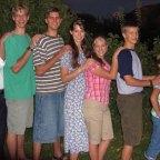 homeschooling_0011_7kidsstanding