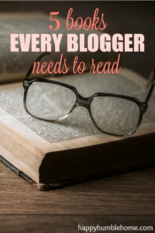 5 Books every Blogger needs to read. These helped me double my traffic and 4x my income! You have to check these out!