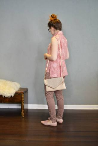 summer capsule wardrobe challenge. pink print top and mauve pants