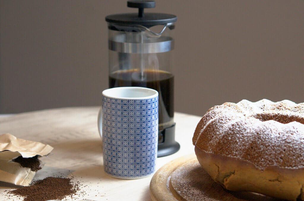 happy plate marzipan leinsamen gugelhupf mit salted caramel sahne. Black Bedroom Furniture Sets. Home Design Ideas