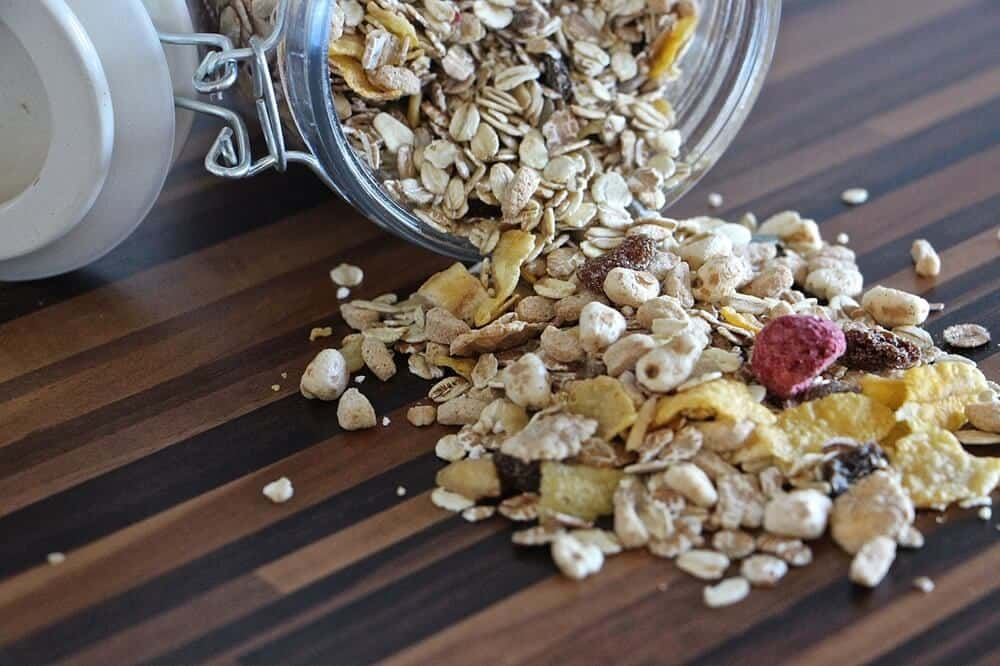 Homemade Granola | Minimalist Pantry | Minimalist Kitchen | Organize Your Pantry | Kitchen Pantry Organization | Declutter Your Pantry