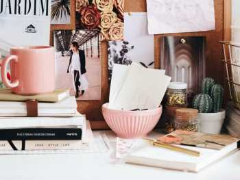 books and clutter on a desk that can be eliminated with decluttering rules