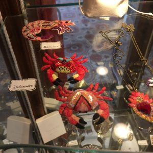 Broche Crabe IPIKAN fait-main Rose Rouge Happy Sisyphe Boutique Lyon