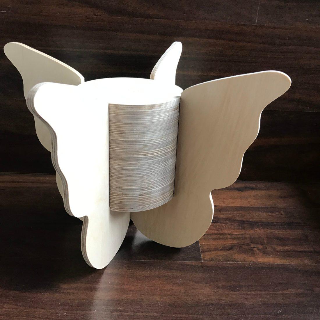 Vlinderurn met dichte vleugels maat XL