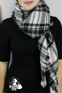 Want to learn how to wear a blanket scarf? Then this post is for you. Check out these 7 fashionable ways to style a blanket scarf.
