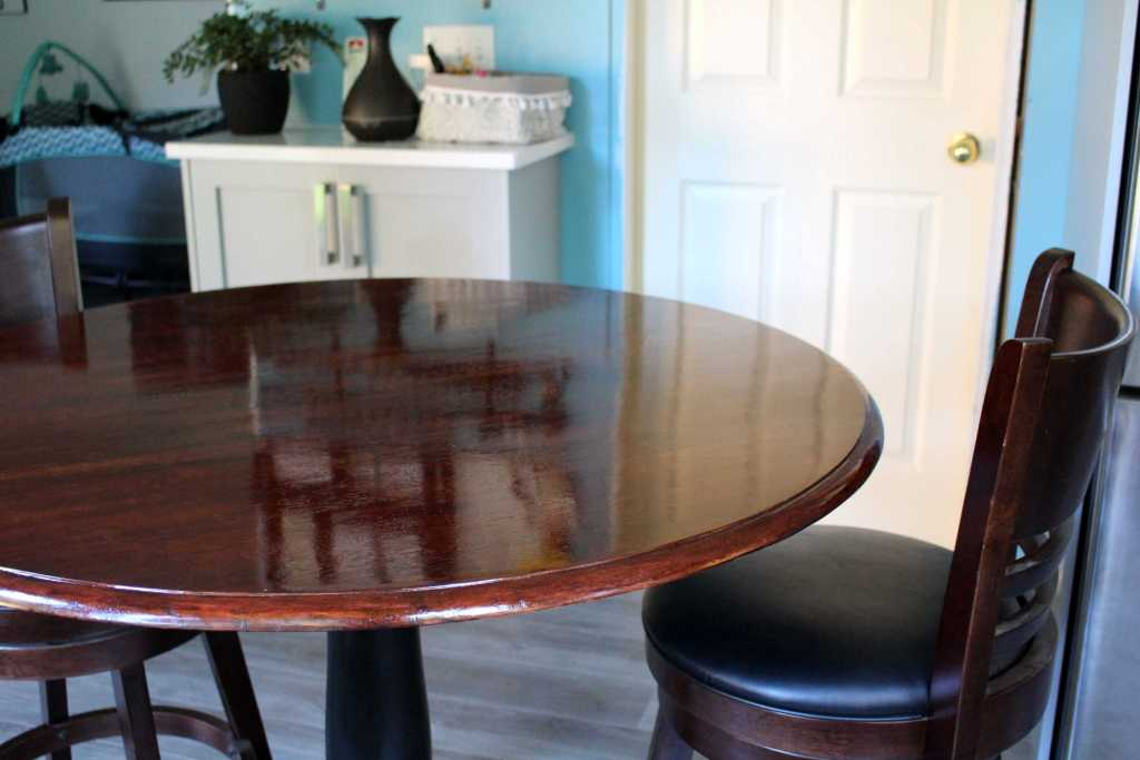 How to paint and stain a table. Refinishing furniture DIY.