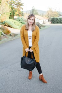 8 Fall Outfits from 12 Pieces.