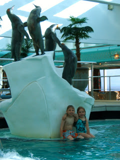 The pool on the Oosterdam Holland America