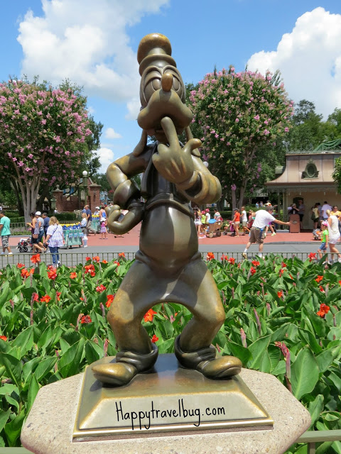 Goofy sculpture at Disney World