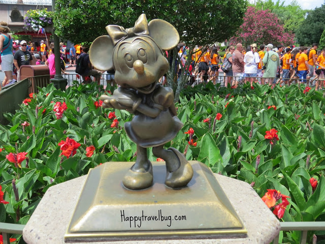 Minnie Mouse sculpture at Disney World