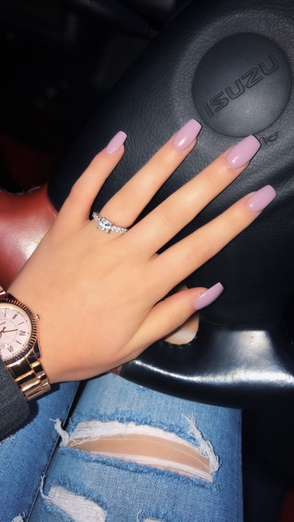 - uñas rosa uñas kylie jenner - perfect nails - uñas decoradas - diseños de uñas trendy -