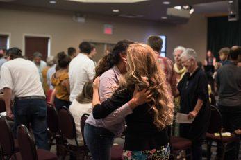 Iglesia Cristiana, Una Iglesia bilingüe