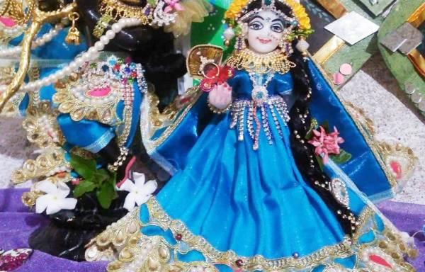 Lord Radha Krishna Marble Deity / Murty / Statue / Vigraha Black and White Colour 6 Inches ( Krishna Black colour and Radharani White Colour)