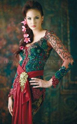 Model Kebaya Pengantin Modern Elegan dengan Adat Bali