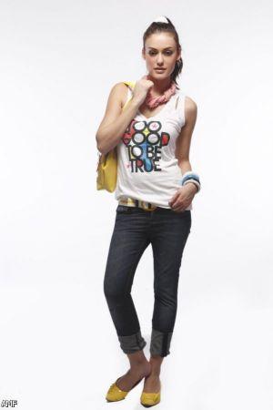 Model Baju Casual Wanita dengan Kaos Tanktop