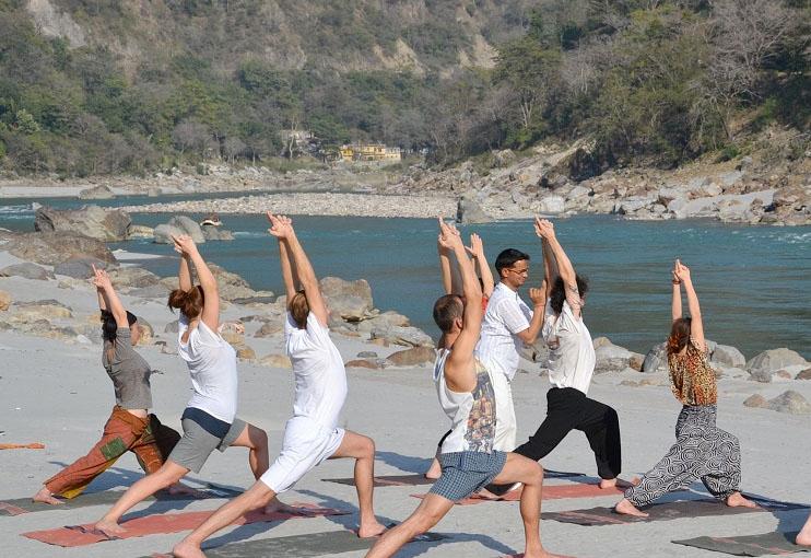 https://i1.wp.com/www.haridwarrishikeshtourism.com/rishikesh-photos/rishikesh-yoga.jpg
