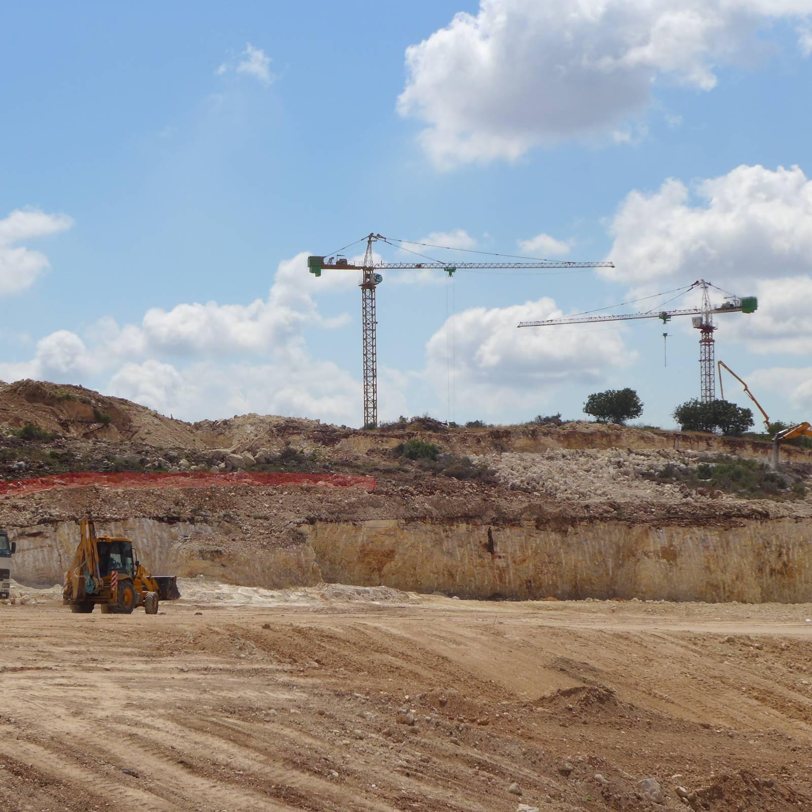 עבודות בניה בחריש מאי 2014