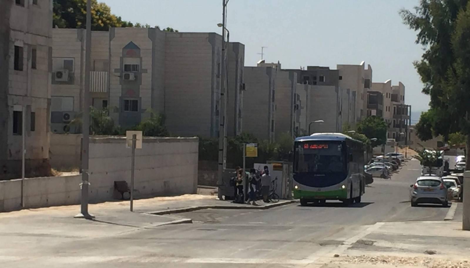 אוטובוס בחריש