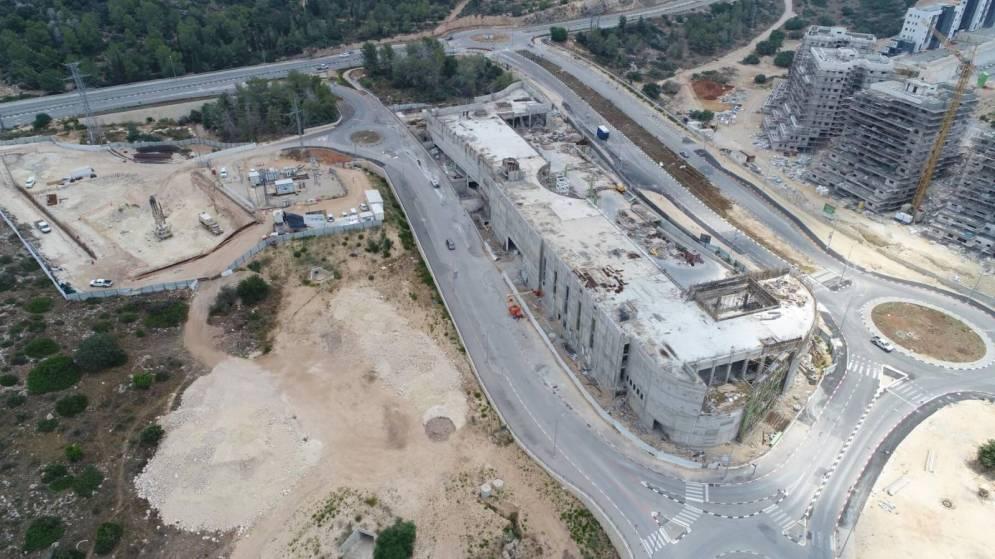 קניון MORE בכניסה לחריש בשלבי בנייה