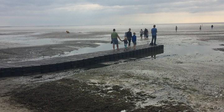 Fietsenstalling bij strand en evaluatie ponton