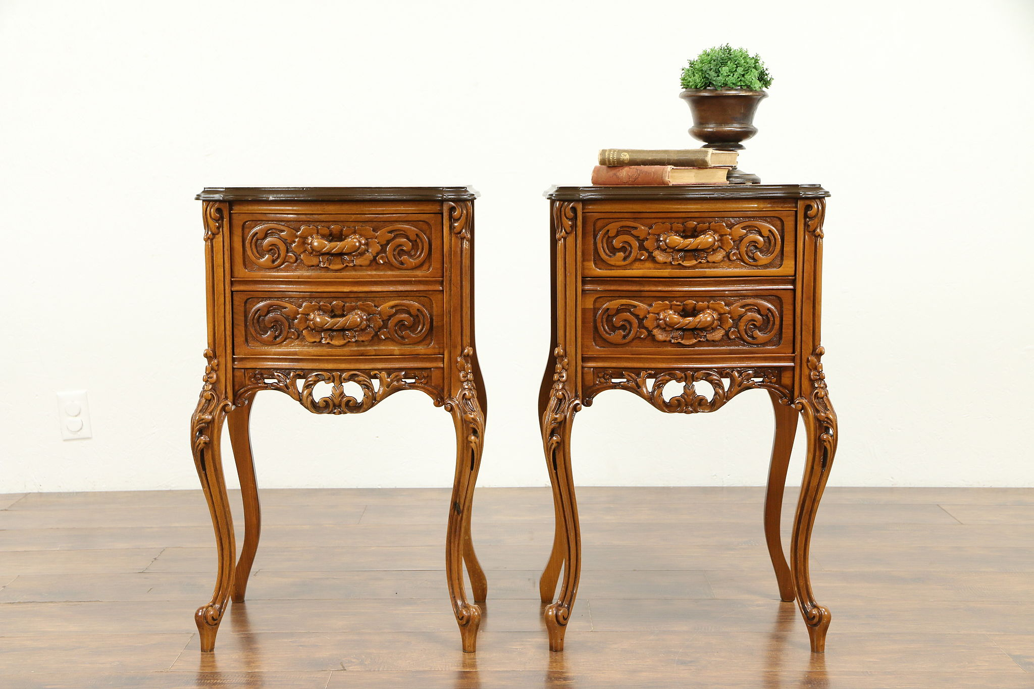 Pair Of Inlaid Marquetry Antique Carved Nightstands Lamp Or End Tables 31232