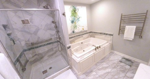 Luxurious Spa-Like Master Bath (B-113)