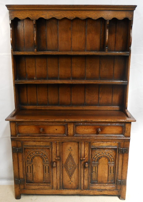 Oak Welsh Dresser Of Small Proportions In The Antique