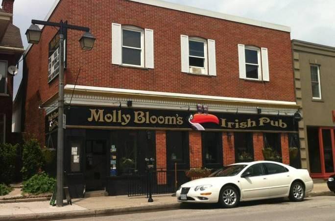 Molly's.Pub.2
