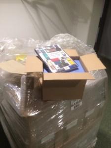 Boken 2015-10-13 Pallen med böcker packas upp