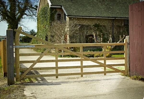 Estate Softwood Gate