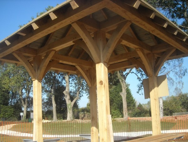 Oak frame shelter at Chipping Campden Recreation Ground
