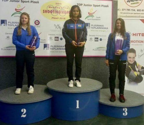 झज्जर की बेटी गोल्डन गर्ल और अनीष भनवाला ने चेक रिपब्लिक में मीटिंग ऑफ शूटिंग होप्स टूर्नामेंट में जीता गोल्ड