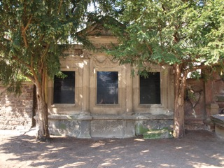 Bild: Familiengrabstätte des Bergrates Ernst Leuschner auf dem Alten Friedhof oder Campo Santo in der Lutherstadt Eisleben.