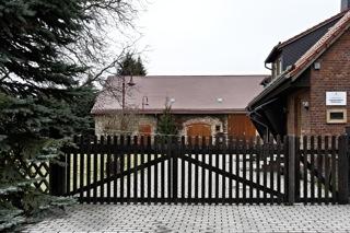 Bilder: Das ehemalige Forsthaus Wildenstall bei Wippra erinnert noch heute an die Pferdezucht im Unterharz im Mittelalter. Die Stuten wurden wegen ganzjährigen Haltung im Freien auch Wilden genannt.