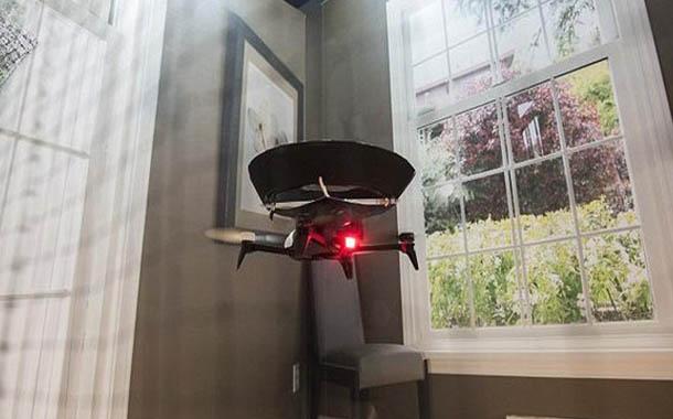 طائرة بدون طيار لتنظيف المنزل والأوزون مزيل عرق للأحذية