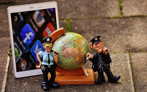 كيف تهزمنا تلك الشبكات الإجتماعية في كل جولة وتسرق منا أوقاتنا
