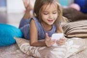 الهواتف الذكية مسؤولة عن تأخُّر النطق لدى الأطفال