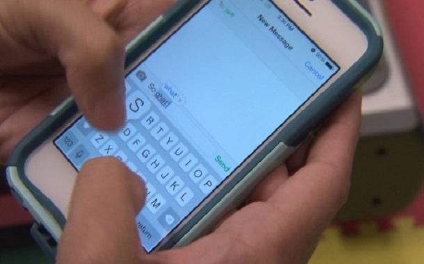Sending-Message-On-Phone-570x320