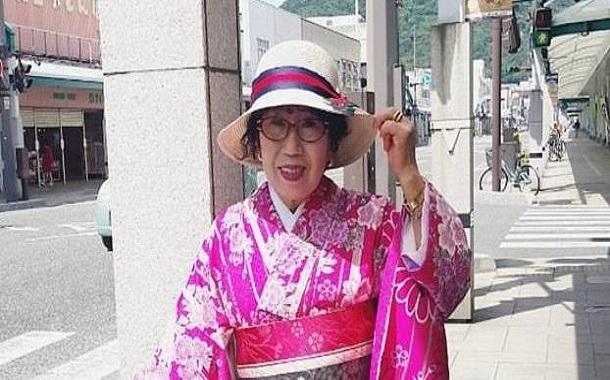 عمرها 70 عام وتمتلك 300 ألف متابع على اليوتيوب