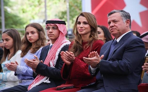 الملك والملكة وولي العهد يشيدون بأداء الفيصلي